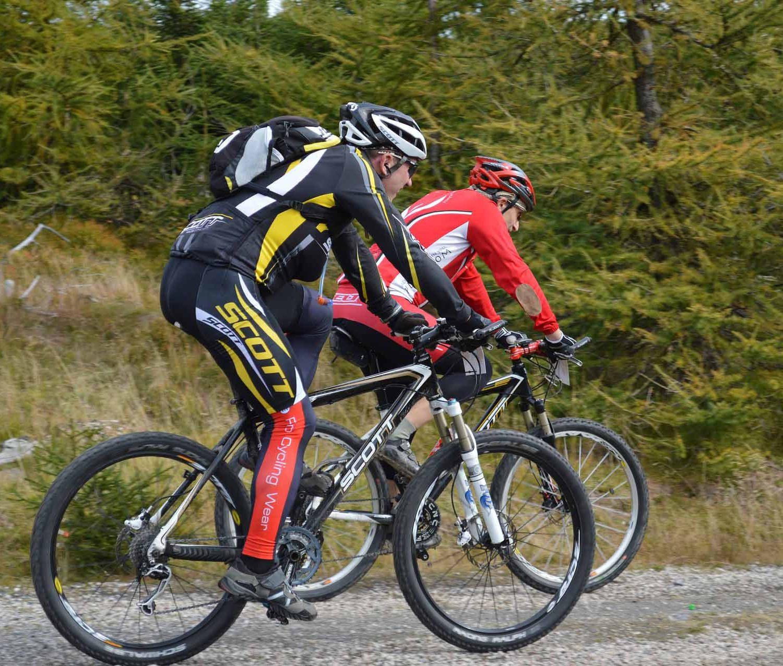 mountain-bikes-1228878_1920
